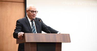 محافظ بورسعيد يشكر كل من شارك فى إزالة بقع الزيت بشواطئ المحافظة