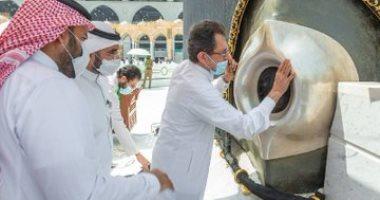 صيانة الحجر الأسود فى المسجد الحرام تحت إشراف فريق متخصص.. صور