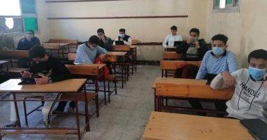 طلاب أولى ثانوى يؤكدون انتظام سيستم الامتحان وسهولة أسئلة التاريخ والكيمياء