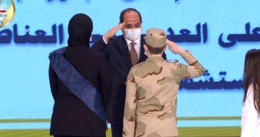 الرئيس السيسي يكرم فى الندوة التثقيفية أسر شهداء ومصابى عمليات حربية