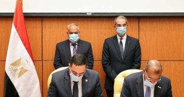 رئيس العربية للتصنيع ووزير الاتصالات يشهدان توقيع اتفاقية تشغيل مدينة المعرفة