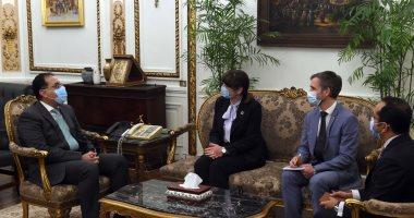 رئيس الوزراء يستعرض مع منسق الأمم المتحدة فى مصر مشروع تطوير القرى المصرية.. صور