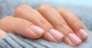 Signs in the nails that indicate a lack of vitamins in the body .. White spots and bumps