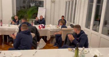 شاهد.. بكاء مودريتش خلال تكريمه برقمه القياسي مع المنتخب الكرواتي