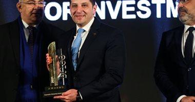 تكريم المستشار محمد عبد الوهاب الرئيس التنفيذي للهيئة العامة للاستثمار باحتفالية bt100