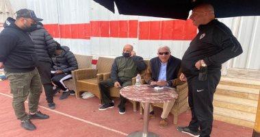 صور .. رئيس الزمالك وحازم إمام يؤازران فريق الكرة  قبل السفر للجزائر غدا