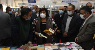 وزيرة الثقافة تتفقد معرض الإسكندرية التاسع للكتاب.. صور