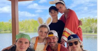 عائلة ديفيد بيكهام فى صورة عائلية من الاحتفال بعيد الفصح