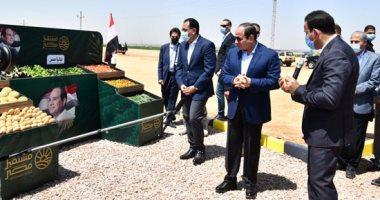"""الرئيس السيسى يتفقد """"مستقبل مصر"""" للإنتاج الزراعى بالصحراء الغربية"""