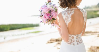لو فرحك فى الصيف اعرفى إزاى تختارى فستان الزفاف المناسب.. نوع القماش بيفرق