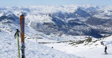 نرويجي يهرب من إغلاق كورونا بالتزلج مسافة 40 كيلو متر على الجليد