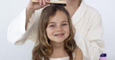 الطريقة الصحيحة للعناية بشعر طفلك.. اختاري الشامبو المناسب وبلاش تسريحات مشدودة