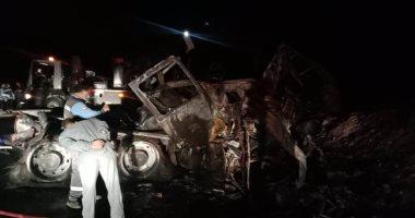 الصحة: مصرع 20 مواطنا وإصابة 3 آخرين فى حادث تصادم أتوبيس وسيارة نقل بأسيوط