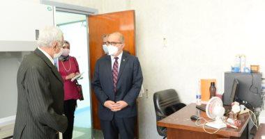 رئيس جامعة أسيوط يبحث خطة تجهيز معهد بحوث وتطوير وابتكار الدواء