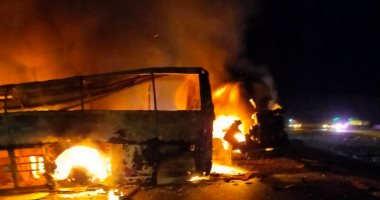 تفحم 5 أشخاص فى حادث تصادم سيارة نقل وأتوبيس على الطريق الصحراوى بأسيوط.. صور