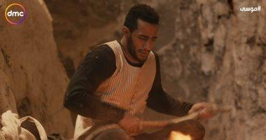 مسلسل موسى الحلقة 3 ..محمد رمضان يهرب ويأكل الأفاعى فى الجبل بعد حرقه حميد