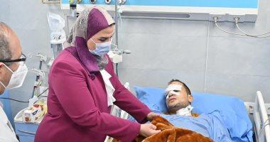 وزيرة التضامن الاجتماعى تتفقد حالة مصابى قطار طوخ بمستشفى بنها الجامعى