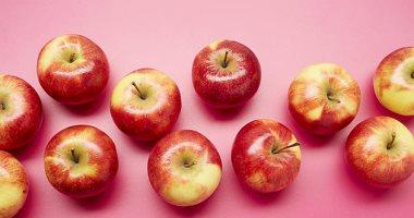 أطعمة ومشروبات تمنع ظهور حب الشباب.. منها الليمون والتوت