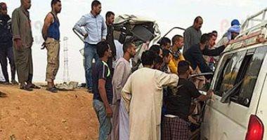 إصابة 17 شخصا فى حادث تصادم سيارتين بأسوان