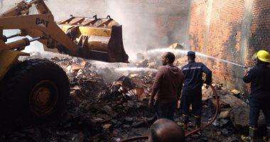 صورة الحماية المدنية بالقليوبية تسيطر على حريق بمخزن كرتون بشبرا الخيمة.. صور