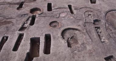 اكتشاف 110 مقابر أثرية بمنطقة كوم الخلجان بالدقهلية.. صور