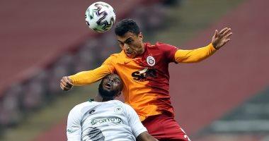 مصطفى محمد على مقاعد بدلاء جالاتا سراي ضد ملطيه سبور في الدوري التركي