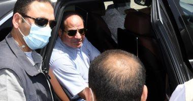 الرئيس السيسى يحاور مواطنين بسوق السيارات الجديد: سيتوافر فيه كل الخدمات (فيديو)