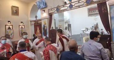 الكنيسة الأرثوذكسية تحتفل بعيد القيامة وسط إجراءات الوقاية من كورونا..فيديو