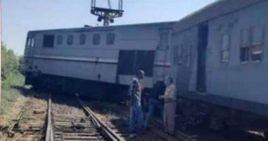 خروج قطار المنصورة – دمياط عن القضبان أمام مدينة كفر سعد