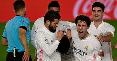ريال مدريد يتخطى أوساسونا ويواصل ملاحقة أتلتيكو في الدوري الإسباني