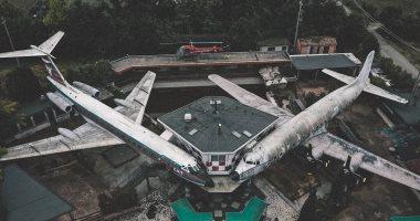 تعرف على سر طائرات مهجورة فى إيطاليا تحولت من مطعم إلى لغز محير.. صور
