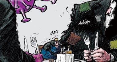 كاريكايتر صحيفة الشرق الأوسط .. العمال ضحية الركود واقتصاد كورونا