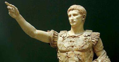 اكتشاف رأس رخامى للإمبراطور الرومانى أوغسطس فى إيطاليا.. اعرف التفاصيل