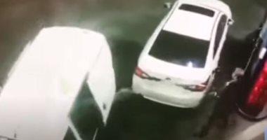 """""""رشهم بالبنزين"""" .. عجوز يلقن لصوص درسًا حاولوا سرقته فى محطة وقود.. فيديو"""