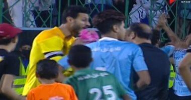 عبد الحفيظ والشناوي يعترضان على معروف بعد نهاية مباراة الأهلي والمحلة.. فيديو
