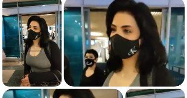 أول صورة لـ حورية فرغلى فى مطار القاهرة فور وصولها بعد إنهاء عملياتها