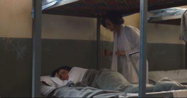 مسلسل اللى مالوش كبير الحلقة 22.. هل تستيقظ غزل قبل تشويه وجهها فى السجن؟