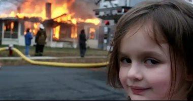 """حكاية """"فتاة الكارثة"""".. باعت صورتها الشهيرة بنحو نصف مليون دولار (فيديو)"""