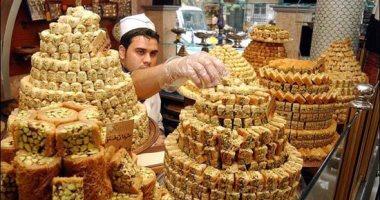 """والله لسه بدرى يا شهر الصيام.. موائد العالم تودع رمضان بالكنافة والقطايف """"ألبوم صور"""""""
