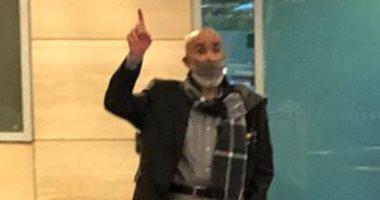 اشرف السعد لحظة وصوله مطار القاهرة