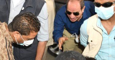الرئيس السيسى يتحدث مع مواطنين ويستعلم عن أحوالهم بجولته فى شرق القاهرة.. فيديو وصور