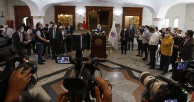 صور.. وزيرة الصحة: هيئة الدواء المصرية تتابع عن كثب عملية تصنيع لقاح سينوفاك بمصر