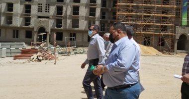 """وزير الإسكان يستعرض الموقف التنفيذى لمشروع تطوير """"منطقة سور مجرى العيون"""""""