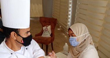 تطعيم العاملين بالفنادق بلقاح كورونا