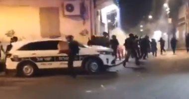 اشتباكات عنيفة بين محتجين فلسطينيين وقوات الاحتلال فى مدينة اللد.. فيديو