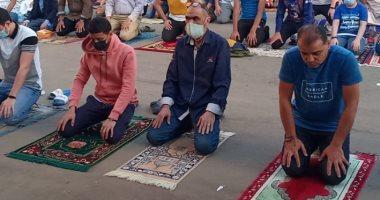 شاهد كيف طبق المواطنون بالإسكندرية الإجراءات الاحترازية فى صلاة العيد