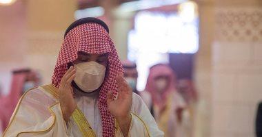 محمد بن سلمان وعدد من المسئولين بالمملكة يؤدون صلاة عيد الفطر.. صور