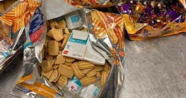 القبض على راكبة بمطار القاهرة حاولت تهريب كمية من الأدوية داخل علب بسكويت
