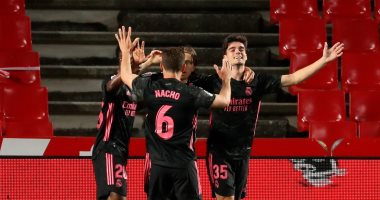 ريال مدريد يواصل مطاردة أتلتيكو في الدوري الإسباني برباعية أمام غرناطة