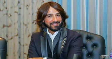 تكريم هاني البحيرى بمهرجان أوسكار العرب بدبي كأفضل مصمم أزياء